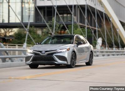 The-Toyota-Camry-Hybrids-Alternatives-to-the-Toyota-Prius